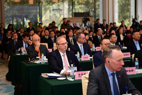 中国发展高层论坛武汉专场签百亿元以上项目5个,联想在汉设智能物联网总部