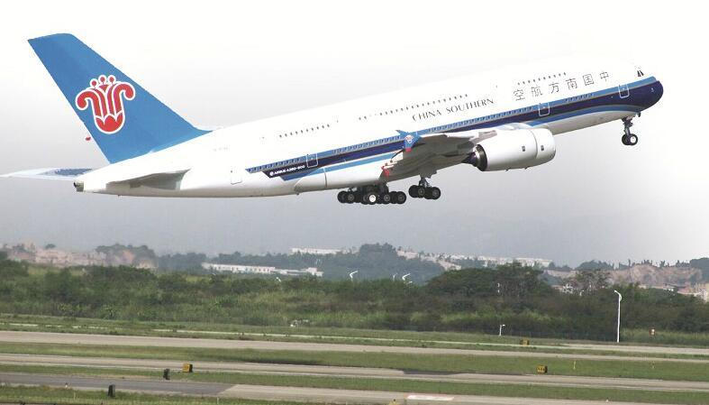 图为:武汉直飞伦敦航线将由南航空客a330-200宽体机执飞,今日第一班上图片