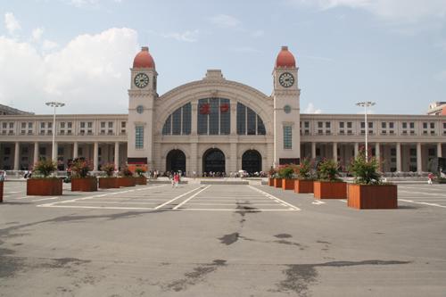 汉口火车站   汉口火车站位于江汉区金家墩