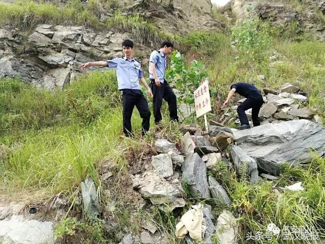 """黄陂废弃采石坑成为""""夺命水池"""" 今天又吞噬一条人命"""