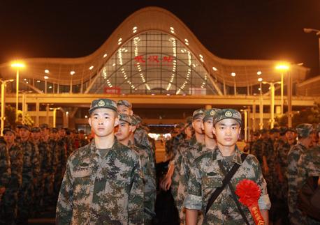 430名新兵进入湖北省军区新兵团 接受3个月入伍教育训练