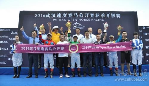 图为2016武汉速度赛马公开赛秋季开锣赛_nEO_IMG.jpg