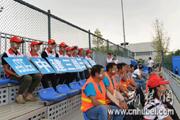 中建三局志愿者护航武网 邀请农民工工友观赛